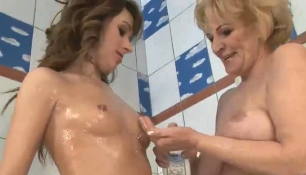 HD cougar milf granny porn lesbians in the shower